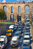 Autoverkehr in Istanbul die Türkei Stockbilder