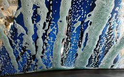 Autowashington-saubere Maschine, Autowäsche mit Schwamm und Schlauch Lizenzfreies Stockfoto