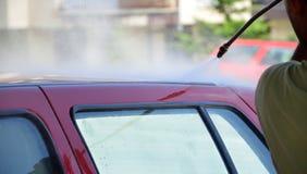 Autowashington-saubere Maschine, Autowäsche mit Schwamm und Schlauch lizenzfreie stockfotografie