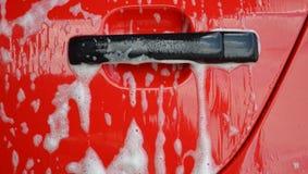 Autowashington-saubere Maschine, Autowäsche mit Schwamm und Schlauch stockfotos