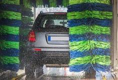 Autowashington-saubere Maschine, Autowäsche mit Schwamm und Schlauch Stockbilder