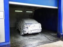 Autowasserette bij het benzinestation De dienst en behoud van vervoer Details en close-up stock fotografie