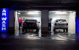 Autowasserette in ondergrondse parkerengarage Stock Foto's