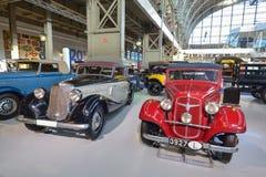 AUTOWORLD muzeum, stara samochód kolekcja pokazuje historię samochody od początku Bruksela BELGIA, GRUDZIEŃ - 05 2016 - Fotografia Stock