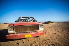 Autowrack auf dem Strand von El Cabo De La Vela Lizenzfreies Stockbild