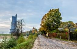 Autrumnal morgon i gammalt område av Riga, Lettland Arkivbilder