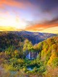 Autum kolory i siklawy Plitvice park narodowy Fotografia Royalty Free