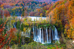 Autum Plitvice国家公园颜色和瀑布  库存图片