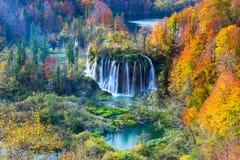 Autum Plitvice国家公园颜色和瀑布  免版税库存图片