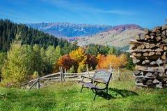 Autumlandschap in Zemelen, Transsylvanië, Brasov, Roemenië op de heuvels Stock Afbeelding