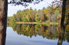 Autumn Adirondack Lake Water Reflections nessun 13 Immagine Stock