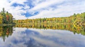 Autumn Adirondack Lake Water Reflections nessun 13 Fotografie Stock Libere da Diritti