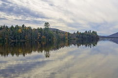 Autumn Adirondack Lake Water Reflections nessun 13 Fotografie Stock