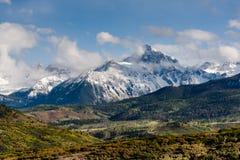 Autumn Begins i Sanen Juan Mountains av Colorado Arkivbilder