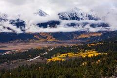 Autumn Below Winter en el pico del soporte Elbert Coloroado fotografía de archivo