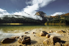Autumn Black Lake, parque nacional de Durmitor, Zabljak, Montenegro Fotografía de archivo libre de regalías