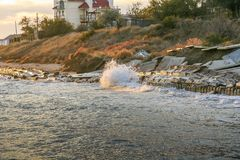 Autumn Black Sea vor der Küste des Primorsky lizenzfreie stockfotos