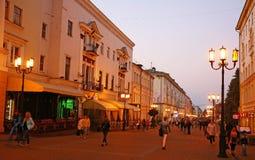 Autumn Bolshaya Pokrovskaya-Straße in Nischni Nowgorod Stockfotos