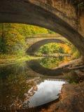 Autumn Bridge en Nueva Inglaterra Fotografía de archivo