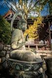 Autumn Buddha durante l'autunno fotografia stock libera da diritti