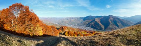 Autumn Carpathian berg, Rakhiv, Ukraina Royaltyfria Foton