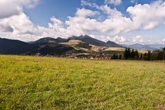Autumn Carpathian berglandskap nära Malatina i Slovakien Arkivbild
