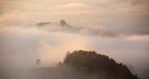 Autumn Carpathian-Nebel Stockfotos