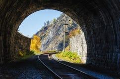 Autumn Circum-Baikal Railway op zuidenmeer Baikal royalty-vrije stock afbeelding