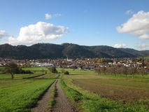 Autumn City-Landschaft, Zell morgens Harmersbach, Offenburg, Deutschland Stockbild