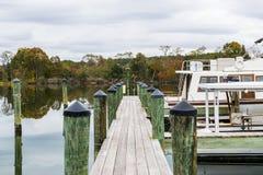 Autumn Color das Chesapeake Bay-Ufer und -hafen in St. Michaels lizenzfreies stockbild