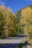Autumn Colorado Rockies Highway Bikers fotografia stock libera da diritti
