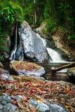 Autumn Colors de la cascada de Mae Haad, situado en el parque nacional de Huai Nam Dang Imagen de archivo libre de regalías