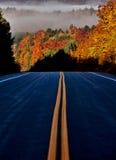 Autumn Colors e strada Fotografie Stock Libere da Diritti