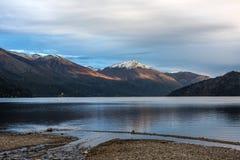 Autumn Colors i sjön Guillelmo, Patagonia, Argentina Arkivbild