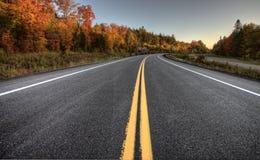 Autumn Colors y camino Imágenes de archivo libres de regalías