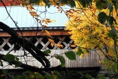 AUTUMN-FALL-, die Seidenstraße-überdachte Brücke in Bennington Vermont lizenzfreies stockbild