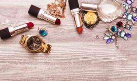 Autumn Fashion Lady Accessories Set Kosmetisk makeupkvinnaväsentlighet Tappning Royaltyfri Fotografi