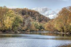 Autumn Foliage Above River coloré Photographie stock