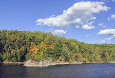Autumn Foliage By Canal colorido Imagen de archivo libre de regalías