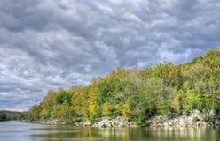 Autumn Foliage colorido y cielo asombroso Fotos de archivo libres de regalías
