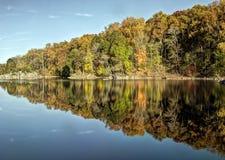 Autumn Foliage Reflected colorido en el lago Fotos de archivo libres de regalías
