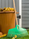 Autumn garden cleaning Royalty Free Stock Photos