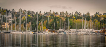 Autumn Harbor e barche fotografia stock libera da diritti