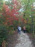 Autumn Hike fotografering för bildbyråer
