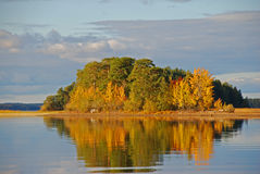 AUTUMN ISLAND AND WATER Royalty Free Stock Photography