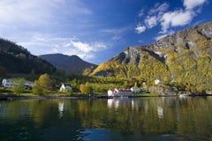 autumn kolorów, niedaleko jeziora krajobrazu zdjęcia royalty free