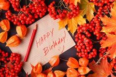 Autumn Label med den lyckliga födelsedagen för ord på den royaltyfri fotografi
