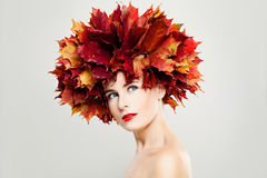 Autumn Lady Perfekt kvinna med sund hud Royaltyfri Foto