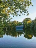 Autumn Lake House Bucharest arkivfoto