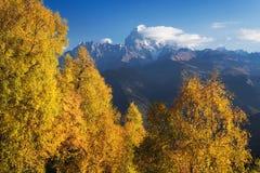 Autumn Landscape con vistas al top de la montaña Fotografía de archivo